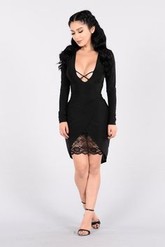 Shop Women's Fashion Nova Black size LJ Mini at a discounted price at Poshmark. ❌price is firm ❌ Tulip hem, v neck line polyester, spades. Really Cute Outfits, Amazing Outfits, Dope Outfits, Celebrity Style Casual, Lil Black Dress, Bikini Dress, Work Dresses For Women, Sexy Dresses, Nova Dresses