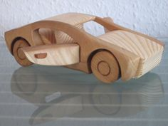 NUEVO - no comercialmente disponible! Un coche de modelo hermosa, muy realista y estable de madera natural y sólido de madera hecho a mano real! Un coche modelo robusto, hecho a mano con larga vida útil y valor de tiempo. El coche fue hecho con mucho cuidado, hay ningunos filos o