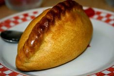 Empanadas come in myriad regional variations – with different doughs, fillings, and cooking methods. Here we dive into some of the delicious empanadas Latin America has to offer. Bolivian Food, Bolivian Recipes, Baked Empanadas, Ripe Plantain, Yummy Treats, Yummy Food, National Dish, Recipes, Santa Cruz