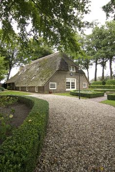 Peter en Jannette in Nunspeet. Amsterdam, Leiden, Beautiful Homes, Beautiful Places, Dutch House, Holland Netherlands, D House, Thatched Roof, The Ranch