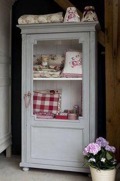 shabby chic kitchen designs – Shabby Chic Home Interiors Casas Shabby Chic, Vintage Shabby Chic, Shabby Chic Homes, Shabby Chic Decor, Shabby Chic Furniture, Vintage Furniture, Painted Furniture, Red Cottage, Cottage Chic