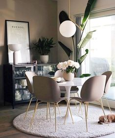 Get inspired by these dining room decor ideas! From dining room furniture ideas, dining room lighting inspirations and the best dining room decor inspirations, you'll find everything here! Home Interior, Interior Design, Minimalist Dining Room, Minimalist Furniture, Dining Room Inspiration, Inspiration Design, Design Ideas, Interior Inspiration, Modern Room