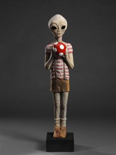 Alien Boy, wooden sculpture by Gabor Fülop.