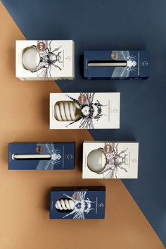 Who doesn't love smart packaging design that makes you chuckle? This packaging design is all that and still elegant at the same time. Clever Packaging, Brand Packaging, Design Packaging, Packaging Ideas, Organic Packaging, Product Packaging, Label Design, Box Design, Package Design