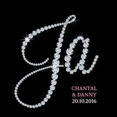 Chique zwarte trouwkaart met letters van diamant die het woord JA vormen