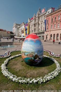Giant painted Easter Egg in Jelacic Square, Zagreb, Croatia Visit Croatia, Zagreb Croatia, Croatia Travel, Beautiful Islands, Beautiful World, Beautiful Places, Montenegro, Croatia Images, Bósnia E Herzegovina