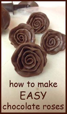 How to make fast Chocolate Roses.try it with Davis Chocolate products! Cupcakes, Cupcake Cookies, Cake Decorating Tutorials, Cookie Decorating, Decorating Cakes, Decorating Supplies, Just Desserts, Delicious Desserts, Decoration Patisserie