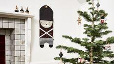 Fin julevagt fra OYOY. Se denne og mange andre opgæng til pakkekalender og adventspakker