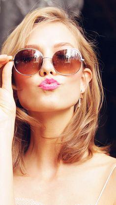 freeios8.com - hg30-sunglass-model-karlie-kloss-cute-beauty - http://bit.ly/1MucFUM - iPhone, iPad, iOS8, Parallax wallpapers