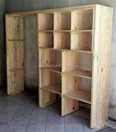pallets-wooden-wardrobe-idea