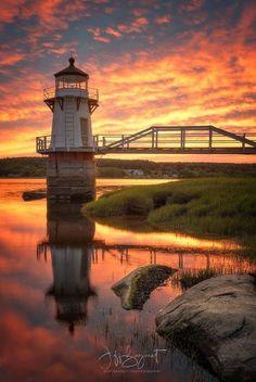 sunrise and sunset Beautiful World, Beautiful Places, Lighthouse Pictures, Beacon Of Light, Dordogne, Beautiful Sunrise, Water Tower, Jolie Photo, Beautiful Lights