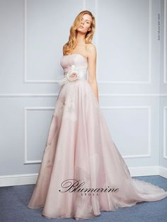 Wedding dress chic and romantic (Blumarine Sposa) Colored Wedding Dress, Best Wedding Dresses, Wedding Pics, Wedding Blog, Strapless Dress Formal, Formal Dresses, Long Dresses, Bride Gowns, Beautiful Dresses