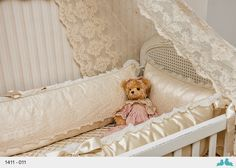 Rugs for Kids and Bedroom Design: Kits de berço em renda - Contato… Baby Bedroom, Baby Rooms, Fantasy House, Nursery Inspiration, Baby Cribs, Mom And Baby, Baby Accessories, Bassinet, Toddler Bed