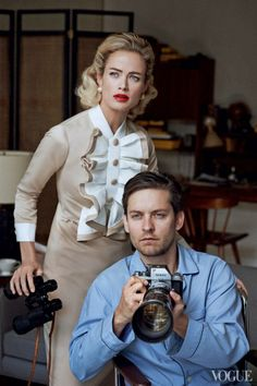 Per Vogue, Tobey Maguire and Carolyn Murphy, fotografati da Peter Lindbergh, interpretano il classico senza tempo di Hitchcock, La finestra sul cortile (Rear Window),