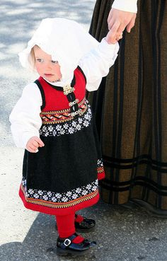 Traditional costume in Norway Folklore, Norway National Day, Cute Kids, Cute Babies, Alpaca, Folk Clothing, Up Costumes, Folk Costume, Knitting For Kids