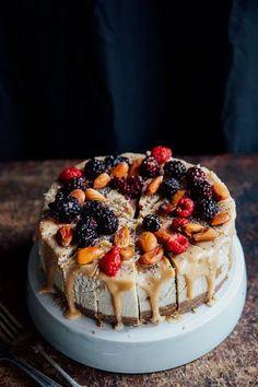 Fierce Salted Caramel Cheesecake This Rawsome Vegan Life Raw Vegan Cake, Raw Vegan Desserts, Raw Cake, Vegan Treats, Chocolate Desserts, Raw Food Recipes, Dessert Recipes, Vegan Raw, Vegan Chocolate