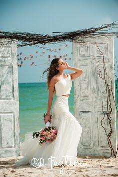 Edición 38 Revista Feztiva Moda: Sunkissed Fotografía: Ricardo López Vestidos y Accesorios: Alexei  Quintal  Maquillaje y peinado: Salón Alejandra Herrera Locación: Cabañas Kanab-Nah San Crisanto Decoración: Vicent Coral Flores: Lamadrid Floral and Event Decor  Barefoot: Gertrudis Abdala y Esther Omaña Modelo: Ana Paulina Castro  #Birde #BrideToBe #Novia  #Bodas #Weddings #Yucatán #México #Fashion  #Magazine #Revista #BrideFashion #Feztiva  #FeztivaRevista #Moda #Beach #BeachWedding…