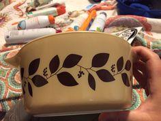 ** Extremely Rare ** Vintage Pyrex Brown Vine Casserole Dish Vintage Bowls, Vintage Kitchenware, Vintage Dishes, Vintage Pyrex, Vintage Glassware, Vintage Love, Corelle Ware, Rare Pyrex, Pyrex Bowls