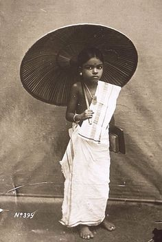 A little Nair girl of Kerala going to school in traditional attire of that era (1900's). - IndiaSpeaks Rare Photos, Vintage Photographs, Old Photos, Vintage Photos, Antique Photos, Famous Photos, Vintage Ads, History Of India, Asian History