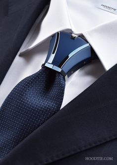 Attract by difference and audacity ! HOODTIE - Luxury titanium accessory for tie - Swiss Handmade - The Haston model Navy Blue, chic and timeless. #wedding #mariage #design #modehomme #menswear #bespoke #luxurylifestyle #fashion #luxurystyle #giftforhim #suits #corbata #krawatte #nakutai