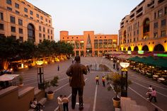 South Africa (Johanesburg - Nelson Mandela Square) Beautiful Places In The World, Places Around The World, Life Is Beautiful, Around The Worlds, Johannesburg Skyline, World Crafts, Romantic Places, Nelson Mandela, Continents