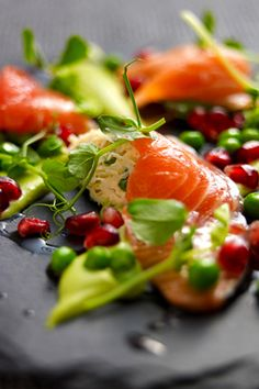 Salad of Citrus-Cured Salmon with English Peas Serves: head chef at Trinity, Adam Byatt, offers up a refreshing salad, perfect for those of us not quite recovered from the festive period's culinary indulgences. Supper Recipes, Healthy Dinner Recipes, Cooking Recipes, Delicious Recipes, I Love Food, Good Food, Yummy Food, Clean Eating, Healthy Eating