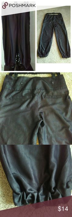 ROBERT LOUIS BALLOON BOTTOM PANTS These are a FABULOUS pair of ROBERT LOUIS BALLOON BOTTOM PANTS... THEY ARE A SILKY DARK DENIM COLOR... THEY ARE IN EXCELLENT CONDITION! SIZE (8) LENGTH ( inches long)... Can be DRESSED up or DOWN... SOOOO CUTE! ROBERT LOUIS Jeans Ankle & Cropped