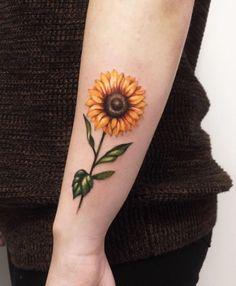 Celebrate the Beauty of Nature with these Inspirational Sunflower Tattoos – Kick… Feiern Sie die Schönheit der Natur mit diesen inspirierenden Sonnenblumen-Tattoos – KickAss Things Form Tattoo, Shape Tattoo, Finger Tattoos, Body Art Tattoos, Sleeve Tattoos, Tattoos Skull, Sunflower Tattoos, Sunflower Tattoo Design, Watercolor Sunflower Tattoo