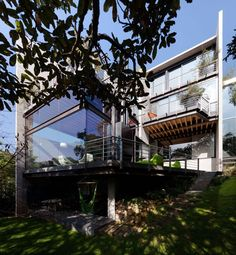 Contemporary Home in Mexico Features Glass Walls and Steel Bridges  Read More :  http://www.studioaflo.com/inspirations/contemporary-home-in-mexico-features-glass-walls-and-steel-bridges/  #Bridges, #Contemporary, #Features, #Glass, #Home, #Mexico, #Steel, #Walls