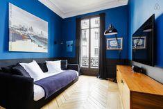 Bright blue is cool! #blue #paint #wall #small #living #chevron #floor #window #dark #sofa