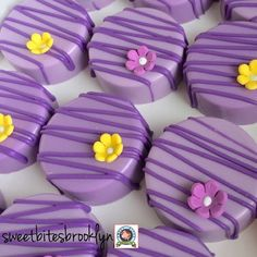 Featuring fondant flower and pearls.these Oreos are the perfect addition to your themed party! Each Oreo comes individually wrapped in bag and tied with ribbon Thanks so much and please contact me with any questions! Chocolate Covered Treats, Chocolate Dipped Oreos, Chocolate Strawberries, Chocolate Gifts, Chocolate Truffles, Chocolate Brownies, Oreo Treats, Oreo Cookies, Oreo Desserts