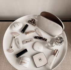 Image in makeup – skincare collection by 𝐒 on We Heart It – makeup products Classy Aesthetic, Aesthetic Makeup, Aesthetic Body, Aesthetic Anime, Chanel Beauty, Chanel Makeup, Bite Beauty, Beauty Care, Beauty Hacks