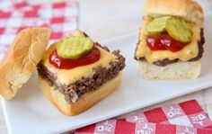 Summertime is filled with family gatherings and the need to feed a crowd.   This recipe is an easy way to make a big batch of sliders for a group.