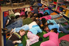 Play a rhyming game at circle- children in the middle are hibernating and can only wake up for rhyming words--this could be adapted for practicing any new knowledge/ skill--great gross motor activity for long winter days! Kindergarten Science, Kindergarten Reading, Kindergarten Classroom, Rhyming Activities, Winter Activities, Preschool Winter, Rhyming Words, Student Teaching, Teaching Ideas