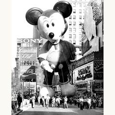 Macy's Thanksgiving Day Parade, 1973 ✭ Mickey Mouse vintage giant balloon