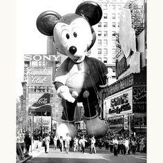 Macy's-thanksgiving-day-parade-1973-mickeymouse-balloon-vintage-photo-rocket-lulu