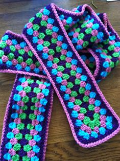 Ravelry: Project Gallery for Granny Scarf pattern by Suzetta Williams Crochet Socks Pattern, Granny Square Crochet Pattern, Crochet Stitches Patterns, Crochet Squares, Crochet Granny, Crochet Hats, Granny Square Scarf, Tsumtsum, Tatting Lace
