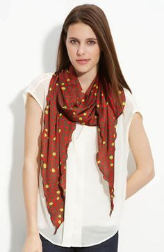 Women or men can wear this scarf, but if just to beautify the appearance is widely used by women. The westerners themselves must be familiar with the use of this scarf because there is winter so th… Ways To Wear A Scarf, How To Wear Scarves, Scarf Design, Summer Scarves, Fashion Gallery, Scarf Hairstyles, Scarf Styles, Looking For Women, Womens Scarves