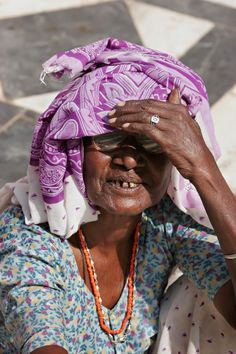 Old woman.   Click on the picture above to see more of my India portraits!