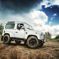 Land Rover Defender 90 Td4 Sw Se customized Twisted ICON.