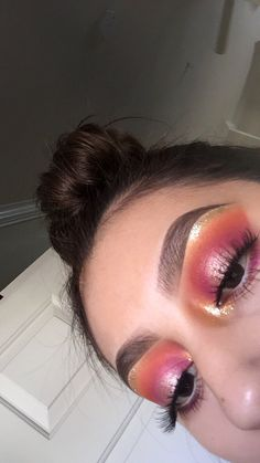 Orange, pink halo eyeshadow w/ gold glitter inner corner Makeup Goals, Makeup Inspo, Makeup Art, Makeup Tips, Beauty Makeup, Makeup Ideas, Makeup On Fleek, Cute Makeup, Gorgeous Makeup