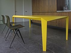 VOLT table with chairs
