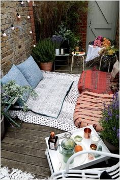simple outdoor reading nook