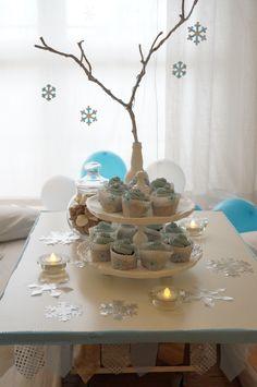 table decor for a queen Elsa party