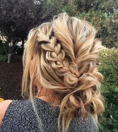 21 Beautiful Braided Updo Ideas for the Holidays - Braided wedding hairstyles - Beauty Messy Bun With Braid, Messy Braids, Braid Buns, Messy Buns, Short Hair With Braid, Wedding Updo With Braid, Braid Into Bun, Medium Length Hair Braids, Braids And Curls