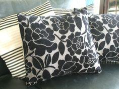 Luxury black velvet and gold cushion cover Gold Stripes, Gray Background, Black Velvet, Envelope, Cushions, Throw Pillows, Luxury, Cover, Envelopes