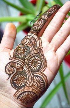 Very Simple Mehndi Designs, Mehndi Designs Front Hand, Pretty Henna Designs, Mehndi Designs For Kids, Floral Henna Designs, Henna Tattoo Designs Simple, Stylish Mehndi Designs, Mehndi Designs 2018, Mehndi Designs Book