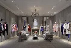 The Dior boutique reopened this week at Las Vegas' Bellagio hotel. The renovation aligns it with the design concept Peter Marino unveiled Read Boutique Decor, Boutique Interior, Boutique Design, Dior Boutique, Fashion Shop Interior, Clothing Store Interior, Luxury Clothing, Shoe Store Design, Retail Store Design