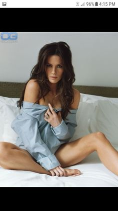 Kate Beckinsale in a Long Slee. is listed (or ranked) 4 on the list The 37 Hottest Kate Beckinsale Pictures of All Time Kate Beckinsale Hot, Kate Beckinsale Pictures, Boudoir Poses, Boudoir Photography, Bedroom Photography, Photography Lighting, Beautiful People, Beautiful Women, Beauty And Fashion