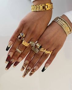 Nail Jewelry, Cute Jewelry, Jewelry Accessories, Gold Jewelry, Love Bracelets, Cartier Love Bracelet, Piercings, Black Girl Aesthetic, Brown Aesthetic